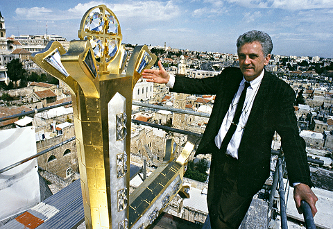 Gustav Kühnel next to the Cross of Golgotha, Church of the Holy Sepulcher, Jerusalem, 1996 - photo: Markus Bollen