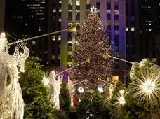 Swarovksi Star crowing Rockefeller Christmas Tree 2004