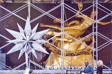 Swarovksi Star in front of Rockefeller Center´s Prometheus